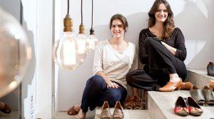 51d74803a73 Negócio de sucesso  irmãs crescem vendendo sapatos artesanais