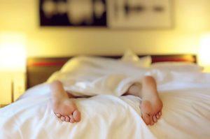Como acordar mais cedo: 5 dicas para praticar todos os dias