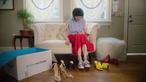A partir de agora, clientes Amazon provam roupas em casa