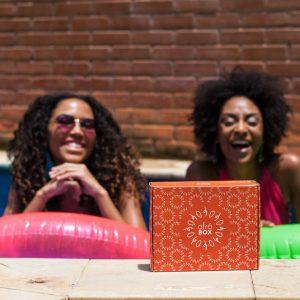 Clube de assinatura inova e se especializa em produtos para peles negras