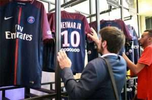 Loja virtual do PSG vende R$1,8 milhão em camisas do Neymar