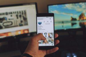 Qual é a diferença entre Ecommerce e loja virtual?
